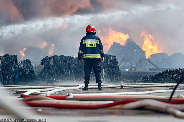 Pożar w Zgierzu. Służby mają nałożyć na firmę milion złotych kary