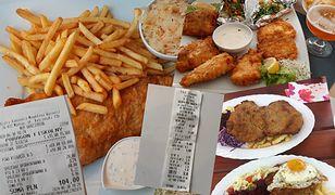 Obiad nad polskim morzem? Wraz z Wami sprawdzamy wakacyjne ceny.