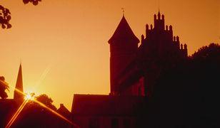 Zamek w Olsztynie pięknie prezentuje się nie tylko za dnia, ale również o zachodzie słońca