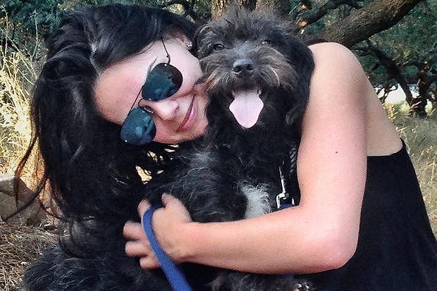 Uratował ją bezpański pies. Teraz jest jego właścicielką