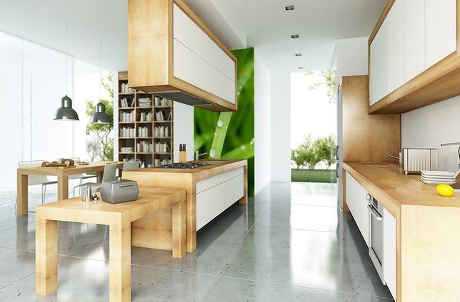 O tym, czy fototapeta musi być na całą ścianę, można się przekonać, oglądając nowoczesne aranżacje kuchni, salonów i sypialni, a nawet łazienek