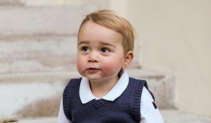 Książę George niedawno zaczął naukę w szkole.
