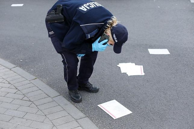 Wybory 2020. Policja zajmuje się sprawą kart do głosowania leżących na chodnikach i ulicach w Głogowie