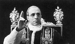 Pius XII był często oskarżany o bierność wobec Holokaustu