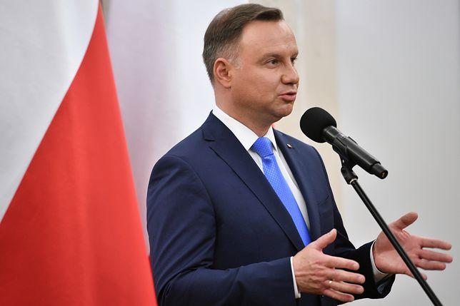 Nowy sondaż. Polacy zapytani czy Andrzej Duda łamie konstytucję