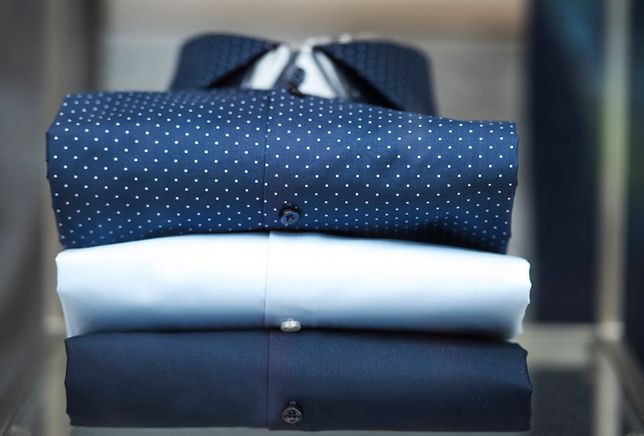 Wybraliśmy modne koszule dla mężczyzn, które teraz możesz dostać w bardzo niskiej cenie