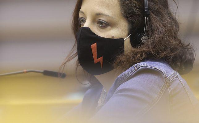 Parlament Europejski. Debata o aborcji w Polsce. Przedstawicielka socjaldemokratów Iratxe Garcia Perez miała maseczkę z symbolem Strajku Kobiet
