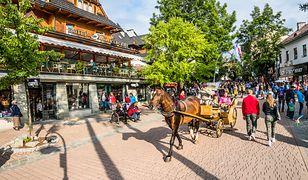 Fenomen Zakopanego: zarejestrowanych jest 35 tys. miejsc noclegowych, a w sezonie mieszka tu nawet 100 tys. przyjezdnych