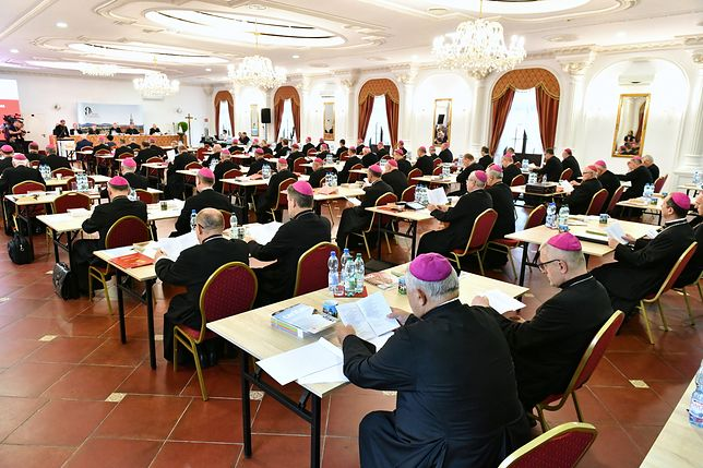 Biskupi zdecydowali o modlitwie wynagradzającej za profanację. Odbędzie się we wszystkich kościołach