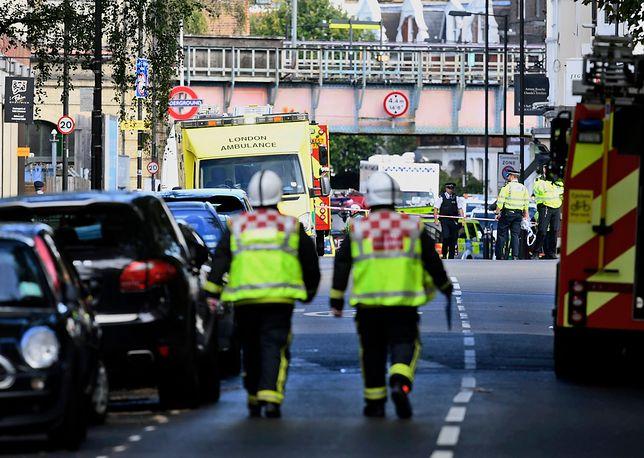 Brytyjskie media podają, że po wybuchu w metrze rannych zostało 18 osób