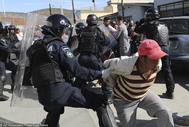 Meksyk i USA walczą z migrantami. Na granicy doszło do starć z policją.