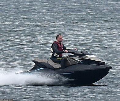 2017 rok. Prezydent Andrzej Duda szaleje na skuterze niedaleko Helu
