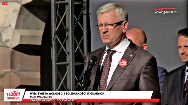 """Samorządowcy w Gdańsku o """"odtrąconej ręce"""". Zebrani krzyczą: hańba, hańba!"""