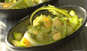 Propozycja na lato -  salatka z jajek ze szparagami i awokado