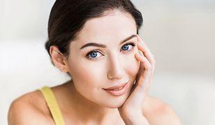 Naturalna i rozświetlona twarz na jesień - to właśnie makijaż w stylu babyface