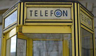 Pamiętacie czasy budek telefonicznych? W Warszawie została jużtylko jedna
