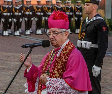 Abp Sławoj Leszek Głódź w czasie uroczystości państwowej