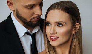 Agnieszka Kaczorowska pozuje z mężem. Prawdziwy z niego szczęściarz