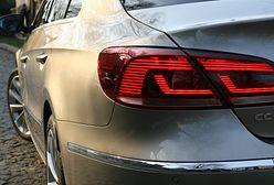 Profesor uniwersytetu oskarżona o zniszczenie czterech aut
