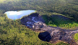 """Kanada - jezioro, które """"spadnie"""" z klifu"""