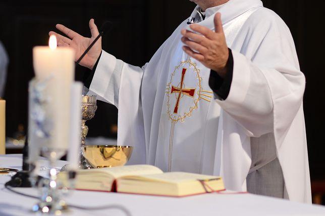 Ksiądz wyrzucił trumnę z kościoła. Przerażające tłumaczenie