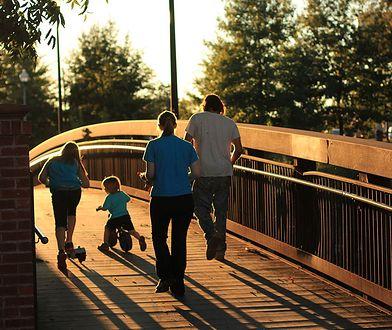 O spędzaniu czasu ze swoimi dziećmi, wspólnych zainteresowaniach, podróżach, o dyskusjach i milczeniu. Czyli jak zachęcić młodego człowieka do alternatywnego wobec używek spędzania wolnego czasu