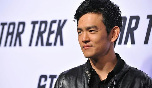 """Go On"": John Cho szefem Matthew Perry'ego"