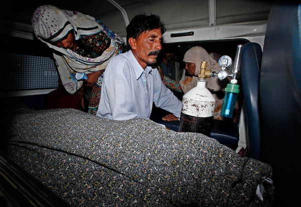 Mąż zamordowanej Pakistanki przy jej ciele