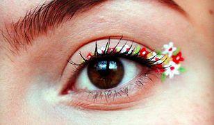 Nowy trend w makijażu: kwiaty na powiekach