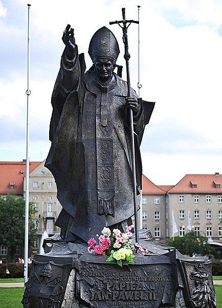 W Polsce jest 700 pomników Jana Pawła II. Będzie więcej