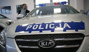 Nowy radiowóz zderzył się z koszem - auto do kasacji