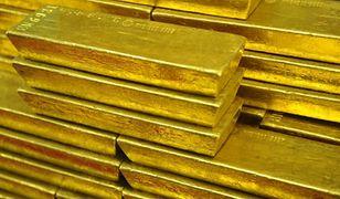 Złoto odbiło się od dna