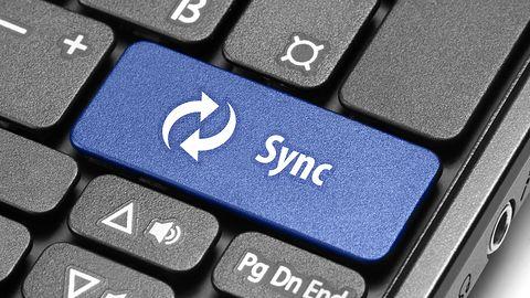 Przeglądarki na wielu urządzeniach: jak synchronizować zakładki i inne dane?