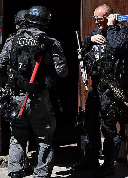 Uzbrojeni policjani i odgłosy wystrzałów - zdjęcia