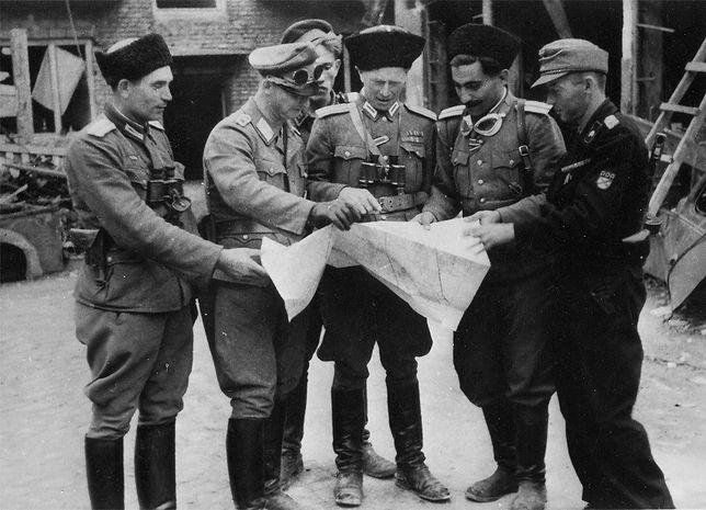 Oficerowie rosyjskich formacji walczących po stronie nazistów z powstańcami warszawskimi