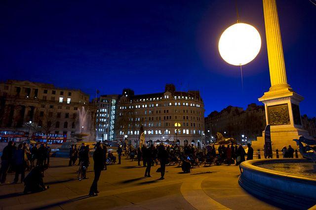 Świetlny obiekt pojawił się nad Londynem - zdjęcia
