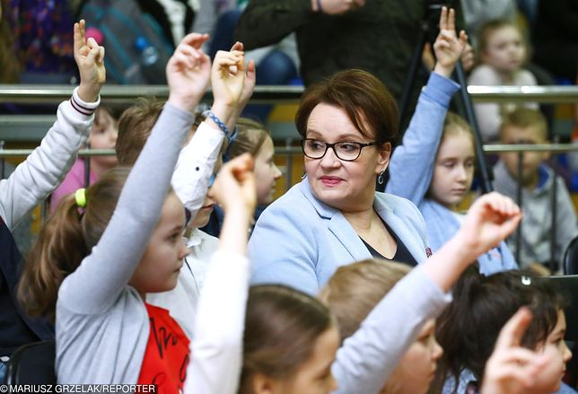 """""""Podsuwam minister Zalewskiej pomysł z oddaniem edukacji biskupom"""""""