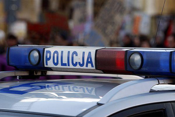 Rozpędzony samochód potrącił kobietę na przejściu w Gdyni