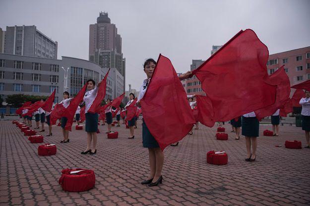 """Korea Północna walczy z krzyżem. Na cenzurowanym znalazł się nawet... symbol """"plus"""""""