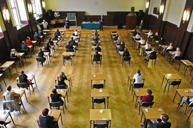 Próba oszustwa podczas matury w Białymstoku. Wysłał młodszego brata na egzamin