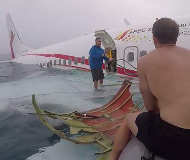 Pokazano nagranie z rozbitego samolotu w Mikronezji. Wszystkich udało się uratować