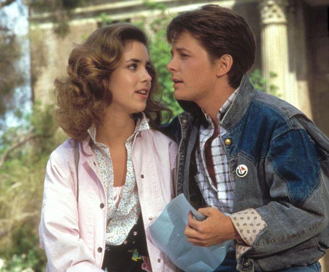 """Claudia Wells i Michael J. Fox w """"Powrocie do przyszłości"""""""