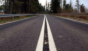 Ministerstwo nie pozwoli na wyprzedzanie rowerzystów na podwójnej ciągłej. Pokazuje jednak, jak obejść przepis