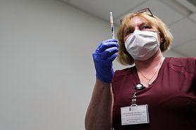 #SzczepSięNiePanikuj. Czy można mieszać dwie dawki różnych szczepionek? Prof. Simon wyjaśnia