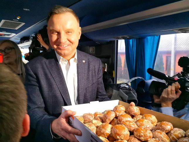 """Prezydent w """"Dudabusie"""" rozdaje pączki w Tłusty Czwartek"""