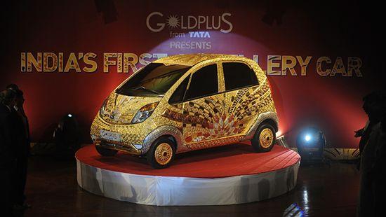 Auto pokryte 80 kilogramami złota - zobacz zdjęcia
