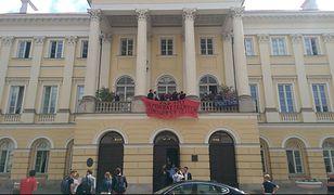 Studenci i profesorowie UW manifestują przeciwko Ustawie 2.0 autorstwa Jarosława Gowina
