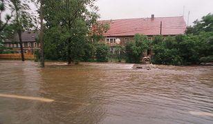 Zalane przedmieścia Jeleniej Góry podczas powodzi tysiąclecia w 1997 r.