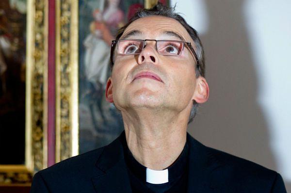 Papież czasowo odsunął kontrowersyjnego biskupa Limburga