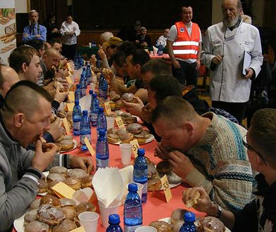 Kto zje szybciej 10 pączków? Mistrzowskie zawody w Poznaniu